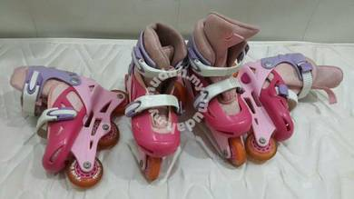Kids roller skate shoe