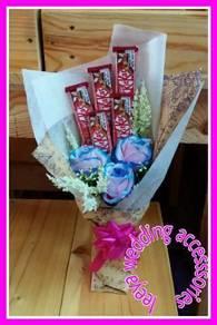 Bouquet kit kat + fake flower
