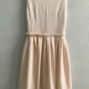 Lacey dress in beige