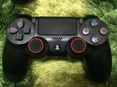 Ds4 v2 & Thumbgrips & Silicon case