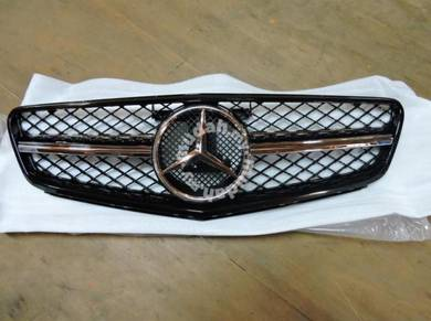 Mercedes C-class W204 C63 AMG Front Grille BLACK