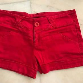 Shorts in red
