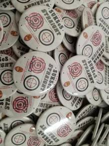 Pin Button Badge Design Student Sekolah Putih