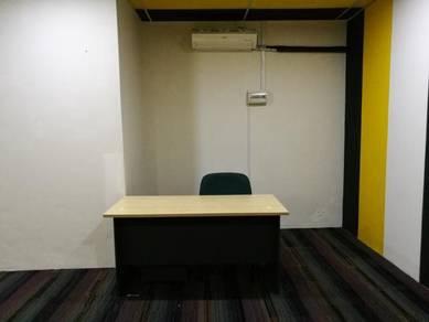 Ruang Pejabat Moden beserta meja unifi dan aircond