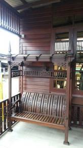 Kerusi kayu seraya
