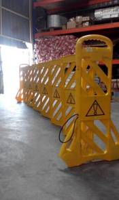 Mobile retractable plastic barrier fence barricade