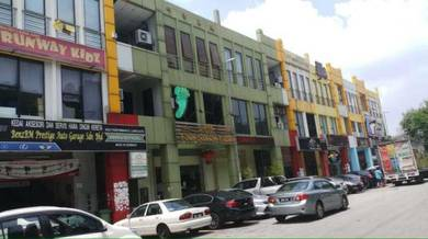 Bandar Puteri 3 Storey Shoplot, Facing Main Road , Freehold, Tenanted