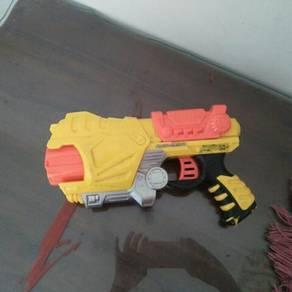 Pistol mainan