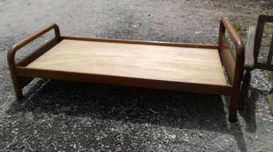 Katil kayu single dari SINGAPURA
