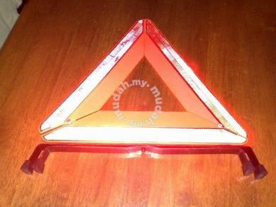 Pemantul cahaya Light reflector triangle