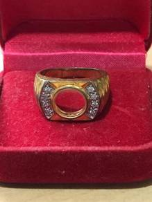 18 k Gold Ring with glass
