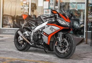 Aprilia rsv4 sportbike 1000cc superbike