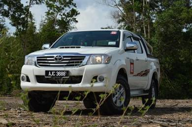 Wanted  2011-2013 hilux manual.im offering cash