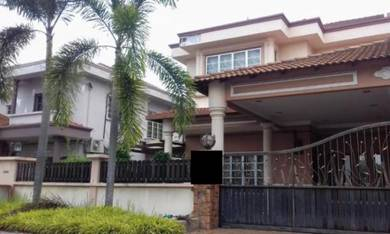 Semi-detached house at taman saujana klang