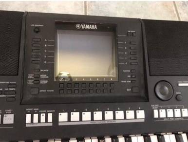 YAMAHA PSR A2000 Oriental Keyboard Workstation