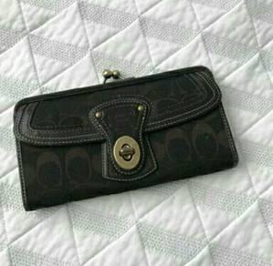 Long wallet classic coach