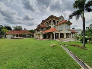 LUXURY 3 Storey Bungalow - Bangi Golf Resort (Golf Course)