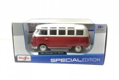 Maisto 1:25 Volkswagen Van Samba Red