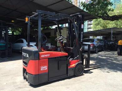 JAPAN FULLY IMPORT TOYOTA 2.5 ton BATTERY FORKLIFT