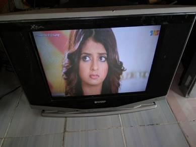 Tv sharp x flat skrin 21 inci