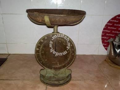 Timbang antik antique weighing scale