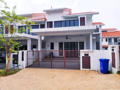 Renovated (corner lot) double storey alam impian