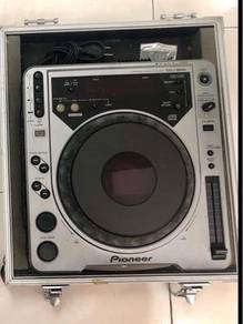 Pioneer CDJ 800 Professional DJ Player (Used)