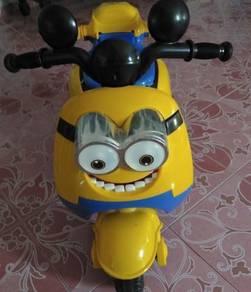 Minione Motorbike Battery Charging