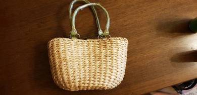 Straw woven ladies handbag