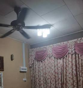 Pasang lampu hiasan elektrik b