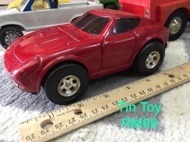 Koleksi tin toys