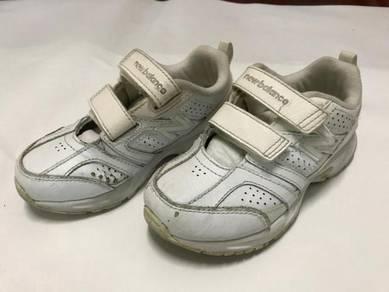 Kids New Balance Shoes (US 11 UK 10.5) Age 3 4 5