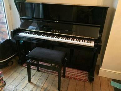 Accoustic yamaha piano u1