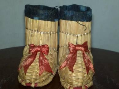 Kasut kecil mini display straw boots shoes