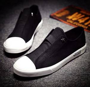 0230 Stylish Black Modish Men Slip-on Casual Shoes