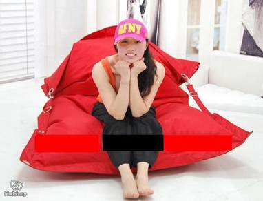 Buggle Up Outdoor red Beanbag, buckles bean bag