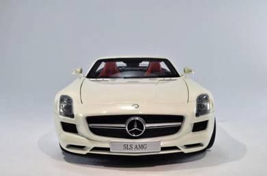 Minichamps 1:18 Mercedes-Benz SLS Roadster White