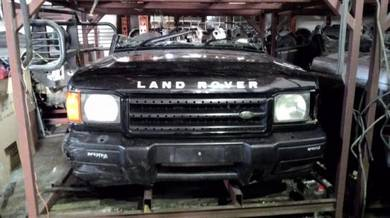 Land rover Discovery 2 TD5 v8i front cut