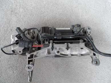 Porsche cayenne AIR MATIC PUMP