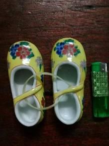 119 Kasut porcelain shoe peranakan 4 deco display