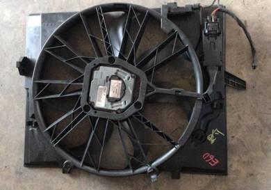 BMW E60 M54 double vanos radiator fan original