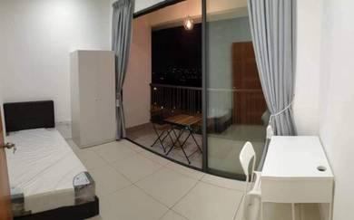 Aircond Medium Room with Balcony, Casa Green Condo - Near to LRT